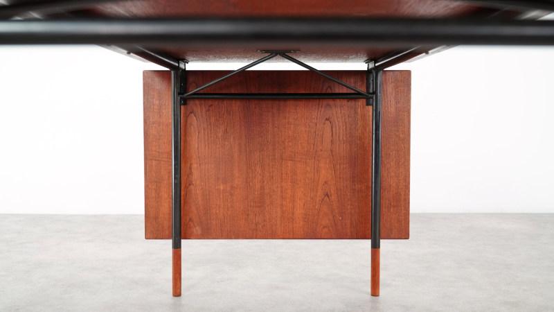 Finn Juhl Nyhavn Table underneath