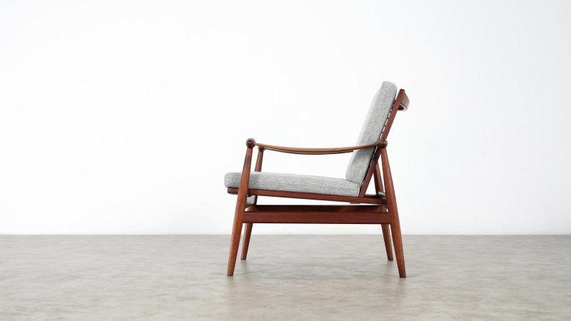 finn juhl spade chair side closeup