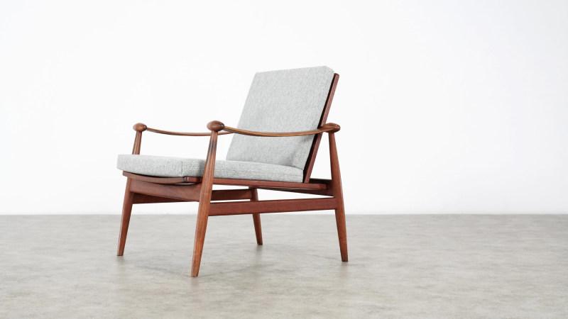 finn juhl spade chair side view
