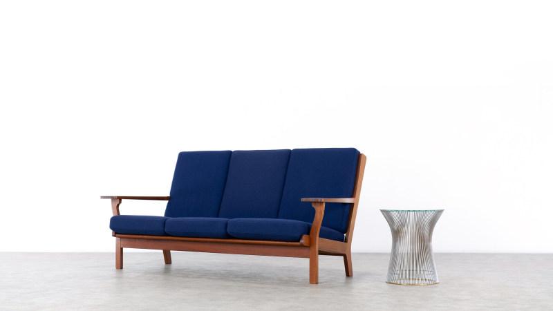 Hans Wegner GE320 Getama Sofa sideview