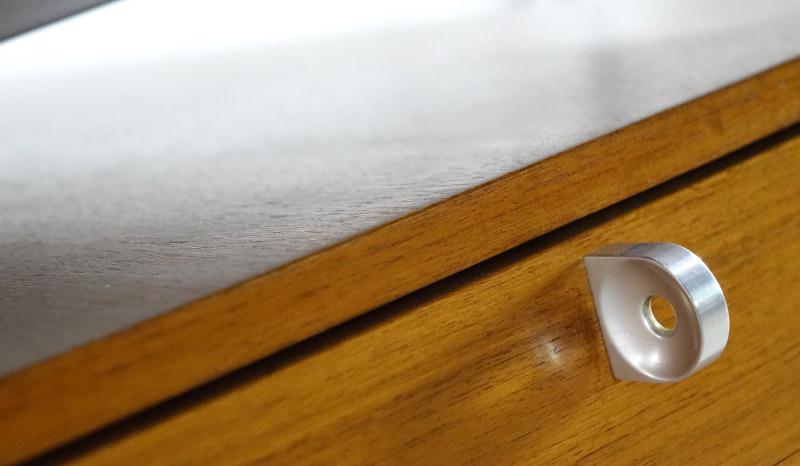 herbert hirche schreibtisch detail 4 holzäpfel