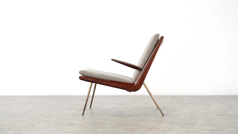 peter hvidt boomerang chair side view