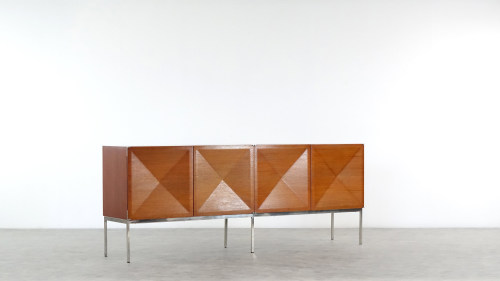 Antoine Philippon & Jacqueline Lecoq Sideboard by Behr, 1962 Pointe de Diamant front view of teak doors
