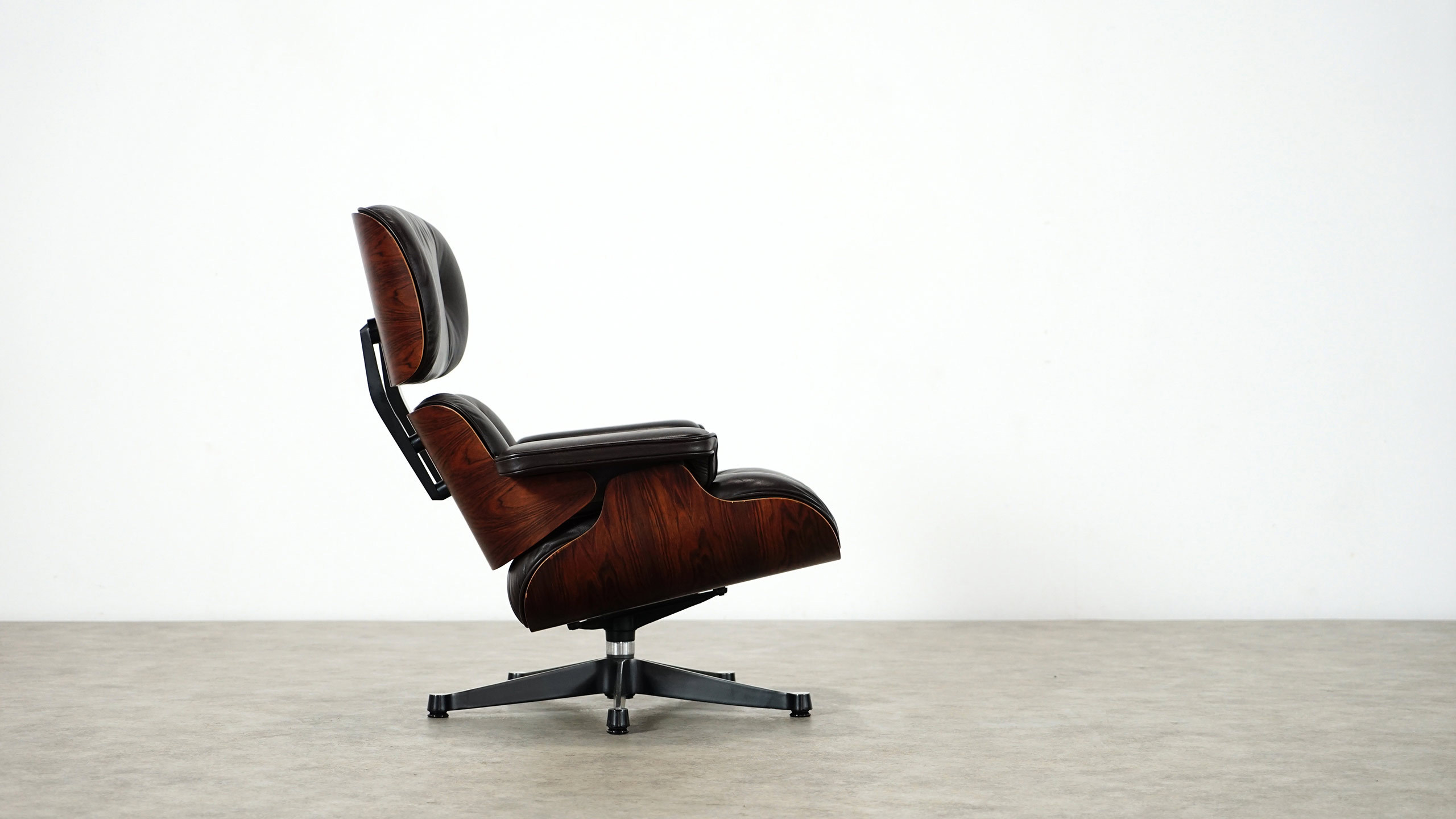 charles eames lounge chair by herman miller. Black Bedroom Furniture Sets. Home Design Ideas