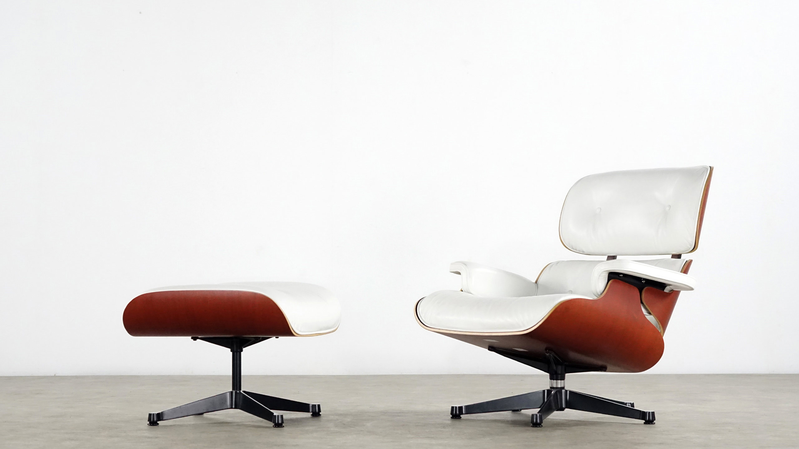 Charles eames lounge chair by vitra white leather for Charles eames lounge chair nachbildung