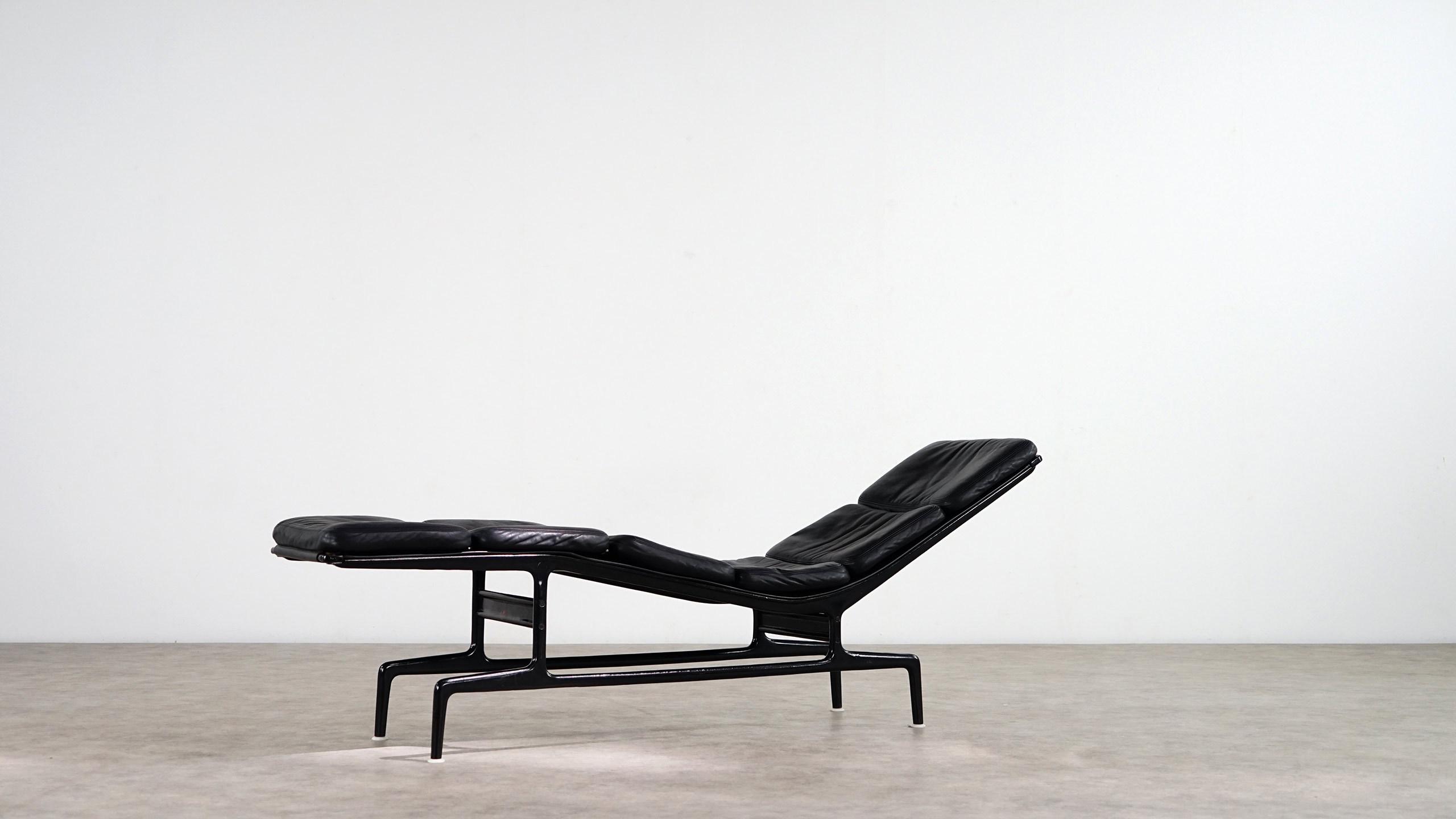Dimensions W 7559 Inch H 2835 D 1772 192 Cm 72 45 Designer Charles Eames Manufacturer Herman Miller Price 3900 EUR
