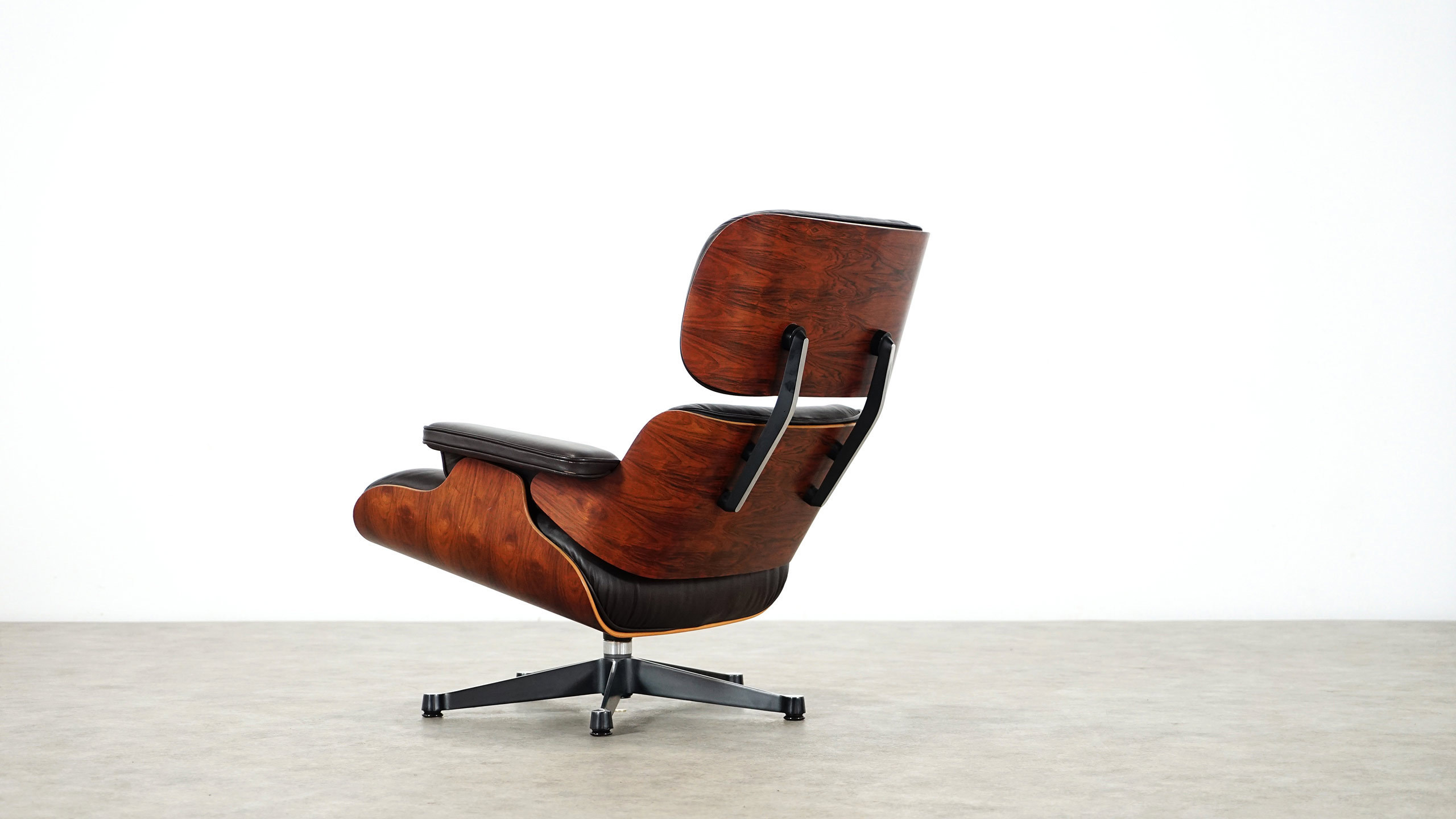 charles eames lounge chair by herman miller vitra. Black Bedroom Furniture Sets. Home Design Ideas