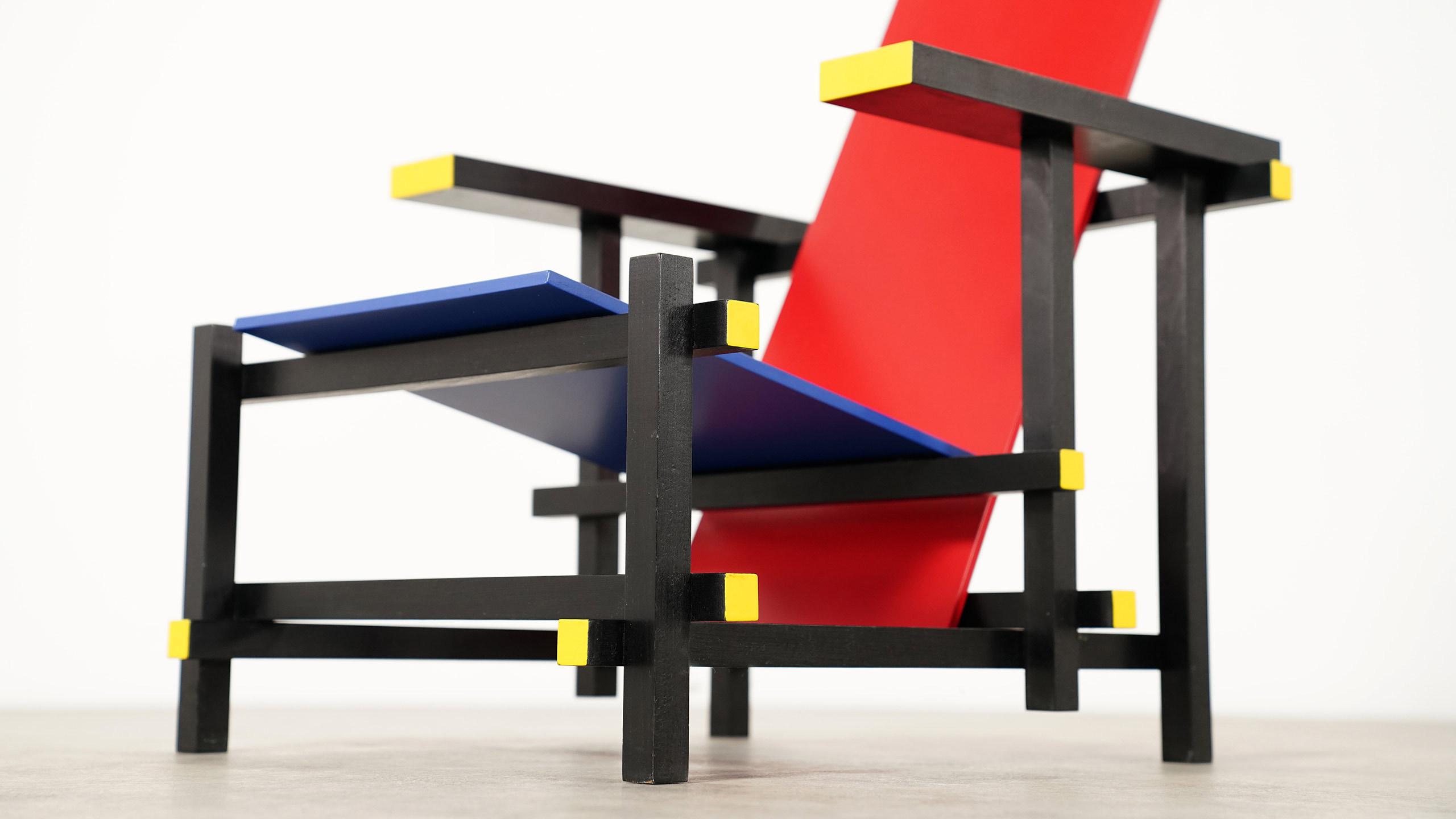 Gerrit rietveld red blue chair for Designerleuchten nachbau